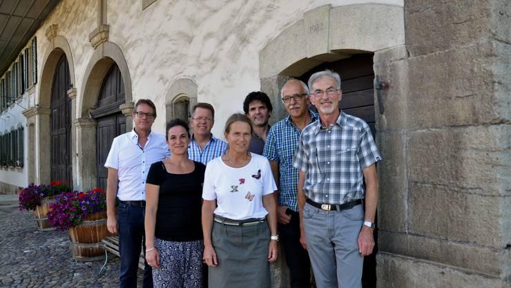 Diese Leute setzen sich als Interessengemeinschaft für das Bossarthaus ein (von links nach rechts): Markus Zumsteg, Luzia Capanni, Simon Scheidegger, Barbara Scheidegger, Dave Roth, Reto Candinas, August Binder und weitere.