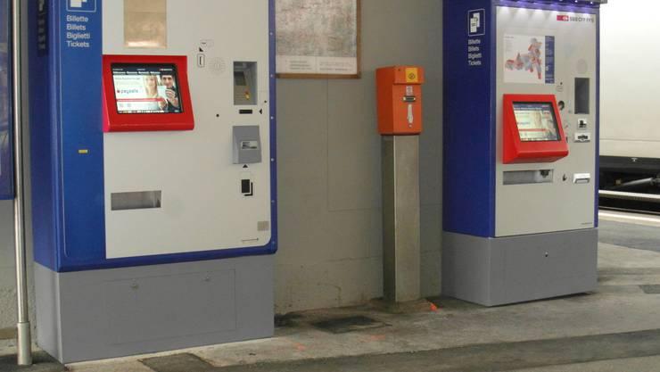 Um Staus beim Lösen der Fahrkarten zu vermeiden, wurde am Bahnhof Schönenwerd ein zweiter Billettautomat aufgestellt.