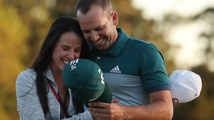 Das grenzenlose Glück Sekunden nach dem Sieg am US Masters: Sergio Garcia mit seiner Verlobtem Angela Akins