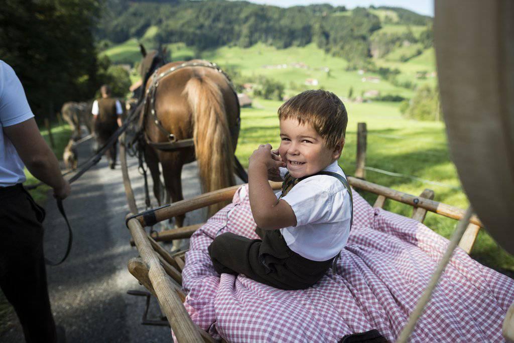 Die Alpabfahrt in Urnäsch ist für gross und klein ein Erlebnis. (Bild: KEYSTONE/Gian Ehrenzeller, Archiv)