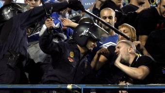 Die spanische Polizei will den berüchtigten britischen Fussball-Hooligans mit einem Rekordaufgebot Herr werden.