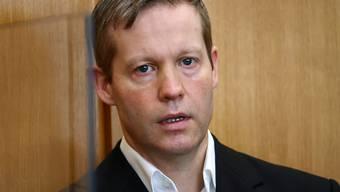 Stephan Ernst soll den nordhessischen Regierungspräsidenten Lübcke vor einem Jahr auf dessen Terrasse erschossen haben, weil der CDU-Politiker sich für Flüchtlinge eingesetzt hatte. Foto: Kai Pfaffenbach/Reuters Pool/dpa
