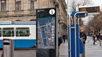 Der erste E-Cityplan wird am Paradeplatz stationiert.