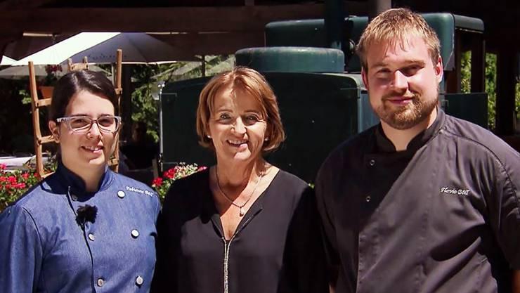 «Ich hatte die Idee, bei der TV-Sendung mitzumachen»: Renate Gautschy (Mitte) mit den Wirtsleuten Fabienne Böll-Roth und Flavio Böll.