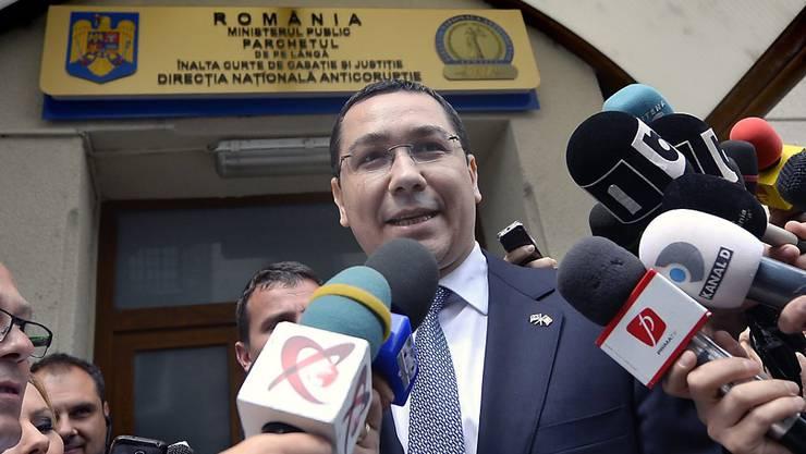 Regierungschef Victor Ponta vor dem Büro der Anti-Korruptionsbehörde in Bukarest