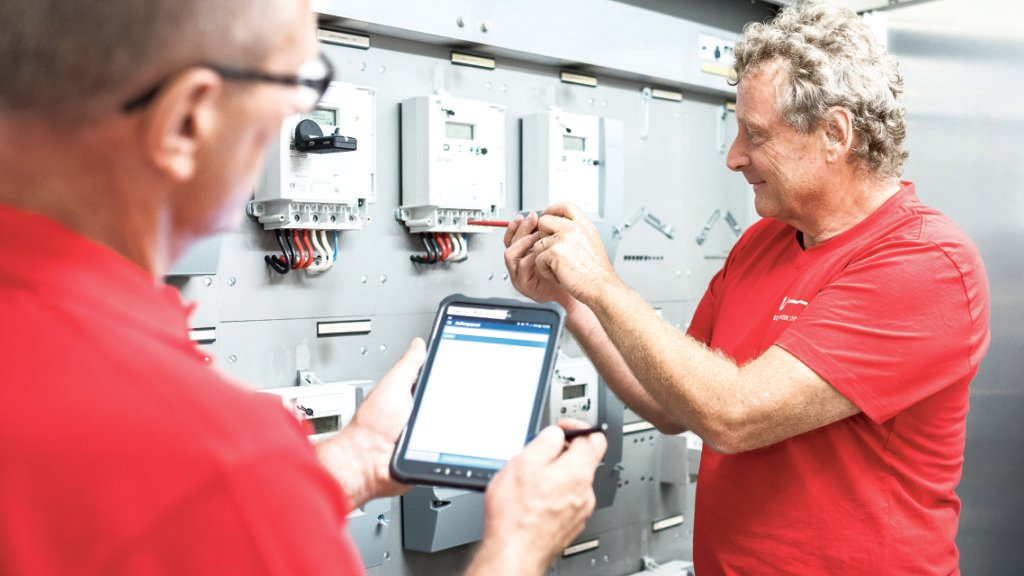 Das Schwyzer Elektrizitätswerk EWS kommt gut voran mit dem Ersatz von konventionellen Stromzählern durch Smartmeter.