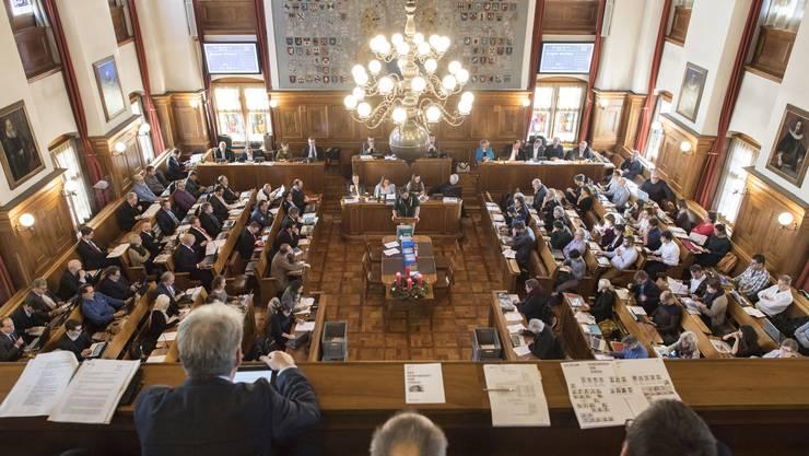 Im Rathaus können die Abstandsregeln unmöglich eingehalten werden. Deshalb weicht der Kantonsrat auf eine Messehalle in Oerlikon aus.