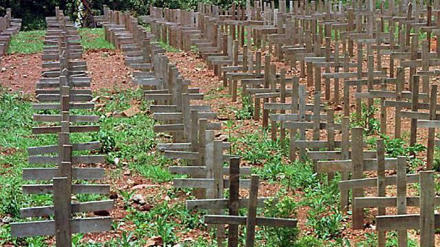 Ein Friedhof in Kigali erinnert an den Genozid in Ruanda (Archiv)