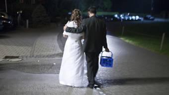 Nein zur Abschaffung der Heiratsstrafe. Bis zum Schluss hielten sich Ja und Nein die Waage. (Symbolbild)