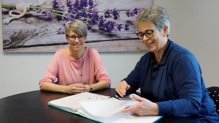 Nadja Affolter (links) und Susi Glutz erklären ihre Arbeit im Palliative-Care-Team Spitex Aare.
