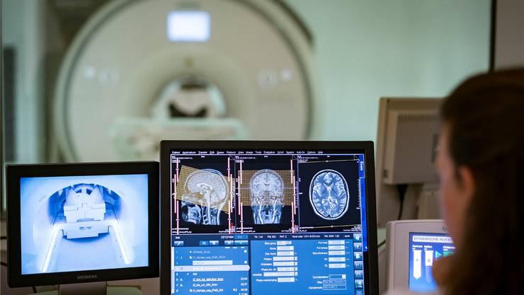 Das Basler Unispital verabreichte Dutzenden Studenten LSD und untersuchte sie dabei im Kernspintomografen.