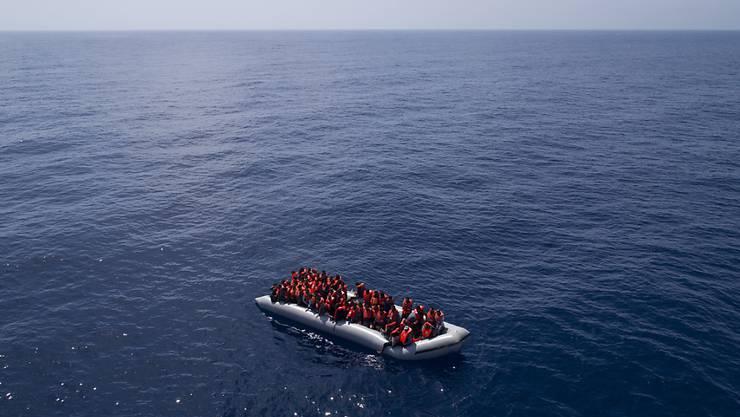 Nach einem Bootsunglück vor der Küste Tunesiens befürchten Helfer den Tod von Dutzenden Flüchtlingen. (Symbolbild)