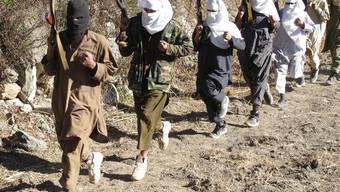 Taliban-Kämpfer bei Übungen in Afghanistan (Archiv)