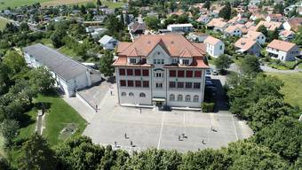 Das Schulhaus 1912 in Lostorf steht vor einer umfassenden Renovation