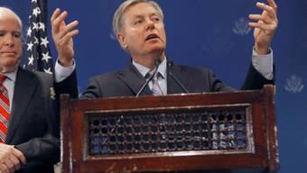 John McCain (l.) und Lindsey Graham auf Demokratie-Mission in Kairo