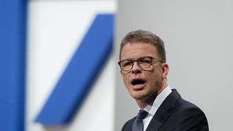 Der Deutsche Bank-Chef Christian Sewing kündigt an der Generalversammlung des Bankhauses an, das Investment Banking-Geschäft zu stutzen.