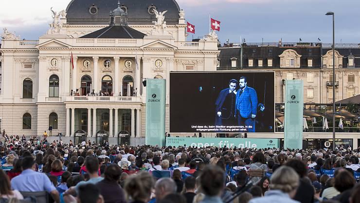 """Auch künftig werden auf dem Sechseläutenplatz in der Stadt Zürich unterschiedlichste Veranstaltungen wie etwa die Oper für alle stattfinden. Die Stadtzürcher Stimmberechtigten haben die Initiative """"Freier Sechseläutenplatz"""" abgelehnt. (Archivbild)"""