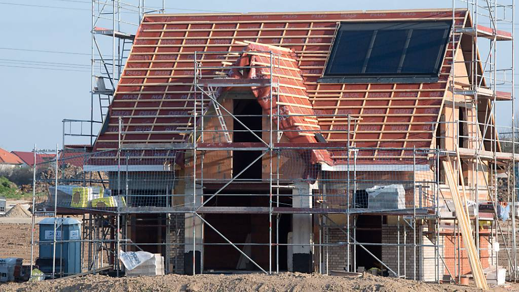 Einfamilienhäuser sind auch im vierten Quartal teurer geworden. (Symbolbild)
