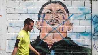 Durchgestrichenes Wandbild in den Strassen von Caracas von Venezuelas verstorbenem Präsidenten Hugo Chavez, dessen Nachfolger Nicolas Maduro ist