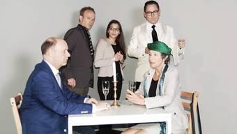 Disput am Tisch (v. l.:Patrick Kappeler, David Gnägi, Maleewan Drieghe, Gregor Wild und Franziska Bussmann.
