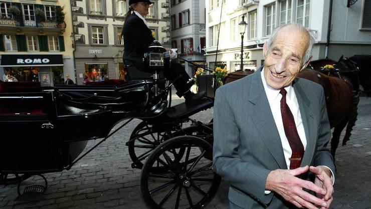 Am 17. März 2005 wurde Alfred Waldis zum Ehrenbürger der Stadt Luzern ernannt