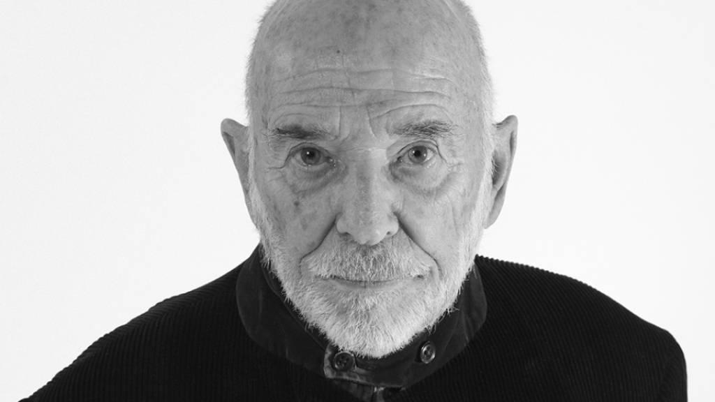 Der Fotograf und Art Director Peter Knapp ist Träger des Grand Prix Design 2021. Er hat beispielsweise für das Modemagazin Elle in Paris gearbeitet oder als langjähriger Modefotograf für den französischen Designer André Courrèges.