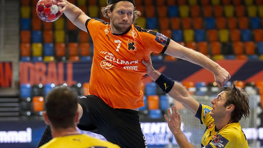 Gabor Csaszar (Nummer 7) war gegen Montpellier mit sieben Toren der erfolgreichste Werfer der Kadetten Schaffhausen (Archivbild)
