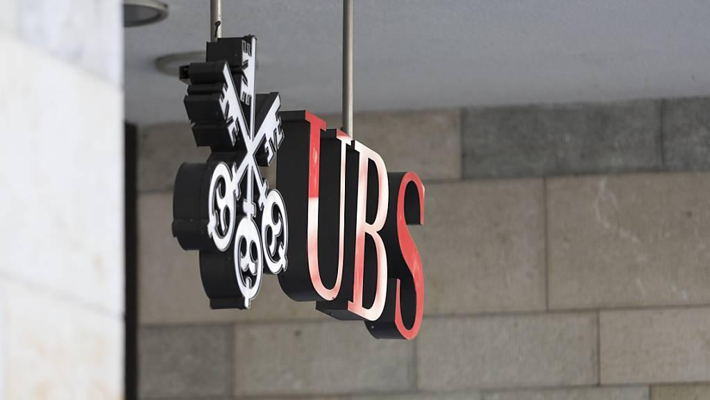 Die Grossbank UBS verkleinert ihr Filialnetz deutlich. (Archivbild)