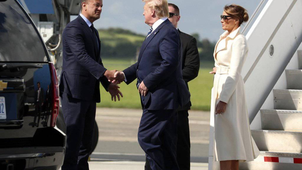 Der irische Regierungschef Leo Varadkar empfing Trump und First Lady Melania am Mittwoch in Shannon.
