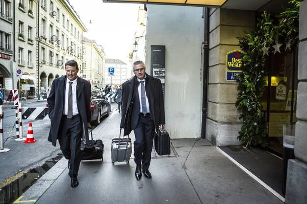 Das SVP-Duo Thomas Burgherr und Andreas Glarner kommt in Bern an.