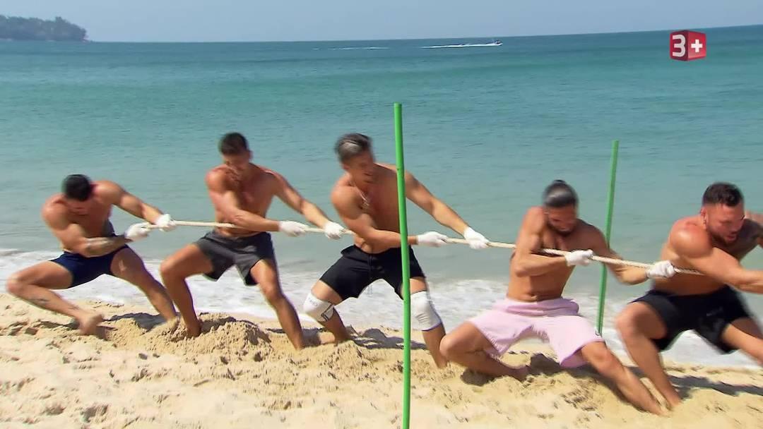 Chanelle testet die Jungs am Strand auf ihre Fitness