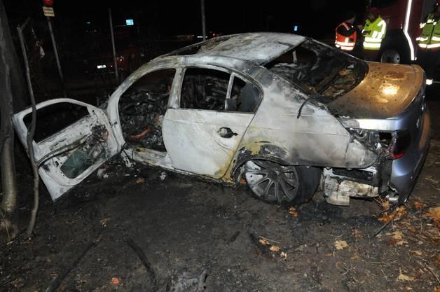 Das Auto wurde bei dem Brand vollkommen zerstört.