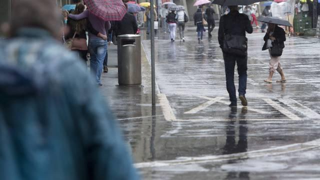 Regnerisches Sommerwetter am  13. August 2014 in Bern (Archiv)