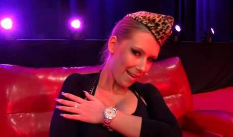 Lena Nitro: Das ist der explosive Star der Erotikmesse
