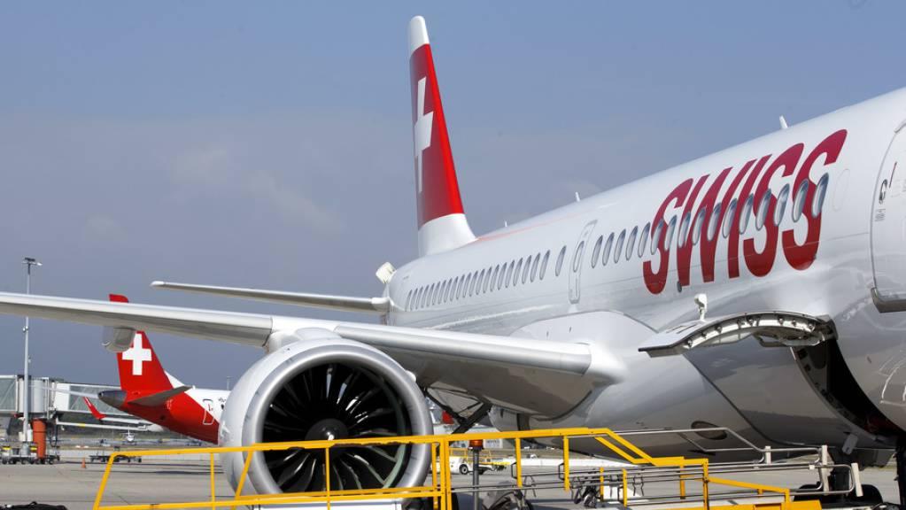 Die Genfer sagen Ja zu einer Verfassungsinitiative zur Entwicklung des Flughafens. Der Kanton Genf soll die Zukunft des zweitgrössten Flughafens der Schweiz künftig demokratisch steuern. (Archivbild)