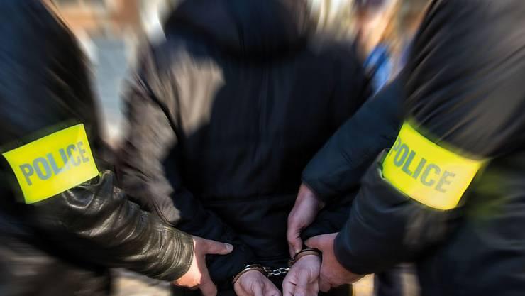 Während fünf Jahren trieb der Portemonnaie-Dieb sein Unwesen. Dabei beging er 80 Straftaten, dann stoppte ihn die Polizei. (Symbolbild)