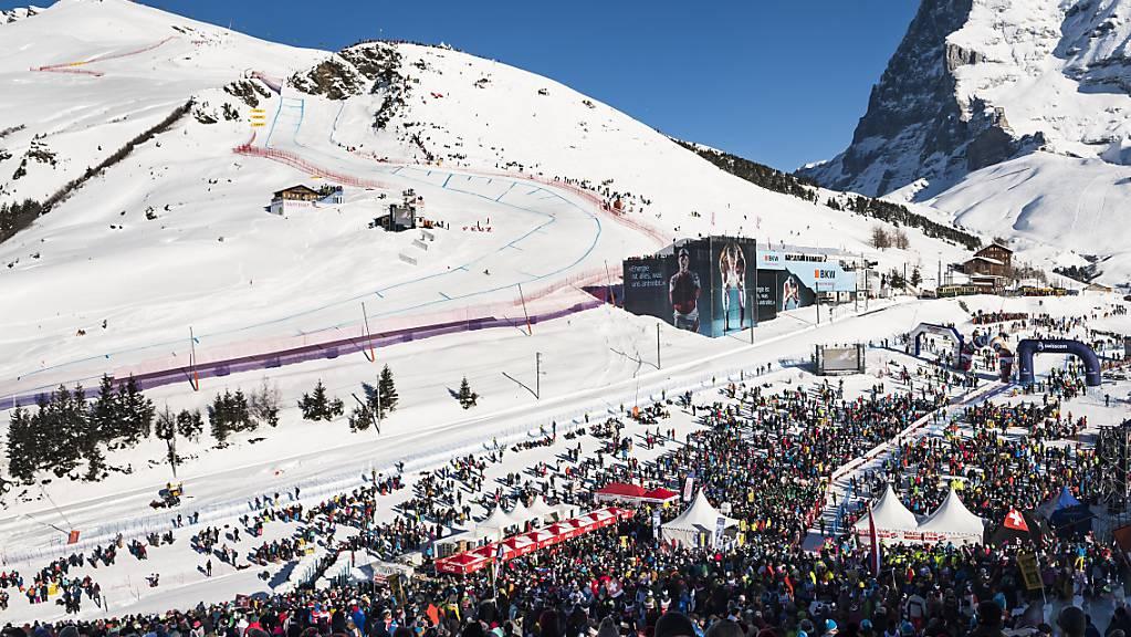 Zehntausende Zuschauer verfolgten 2019 die Lauberhorn-Abfahrt auf der Wengernalp mit Blick auf den legendären Hundschopf (links) und den Eiger (rechts)
