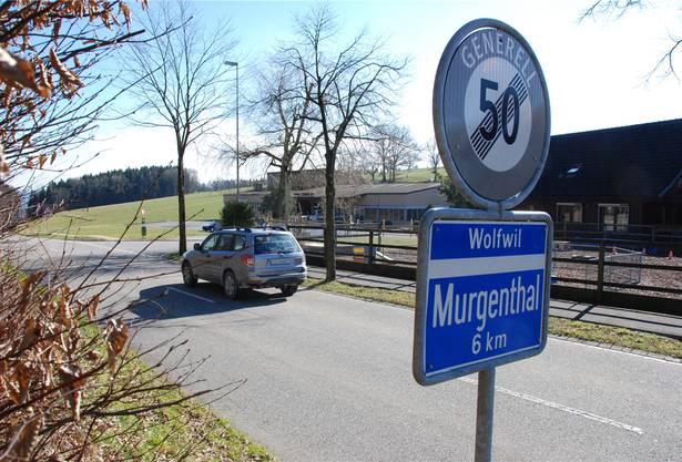 Hier am südlichen Dorfende von Kestenholz, an der Kantonsstrasse Richtung Wolfwil, stand seinerzeit das Haus von «Salesi Schorsch».