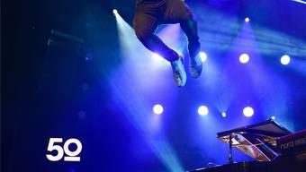 Den Sprung vom Klavier hat er beibehalten: Jamie Cullum, hier bei seinem Auftritt am diesjährigen Jazz-Festival Montreux. KEY