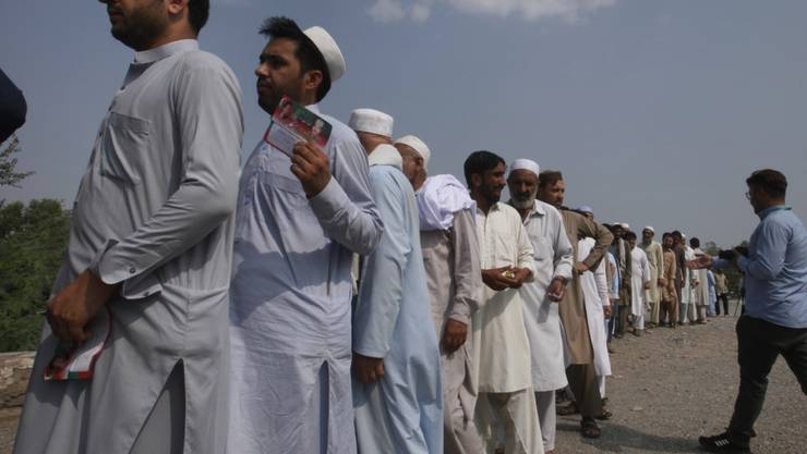 Dass erstmals in den Stammesgebieten Pakistans ein Provinzparlament gewählt werden konnte, löste unter den Bewohnern vorsichtigen Optimismus aus. Es gab lange Schlangen vor den Wahllokalen.