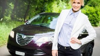 Fliegen hat nicht geklappt, jetzt fährt Miss Schweiz Auto (Archiv)