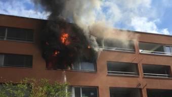 Aus unbekannten Gründen fing eine Wohnung in Zürich-Seebach Feuer.