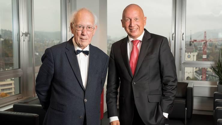 Mit liberalem Geist: Peter Voser und Philip Funk in der Kanzlei über den Dächern der Stadt Baden. Alex Spichale