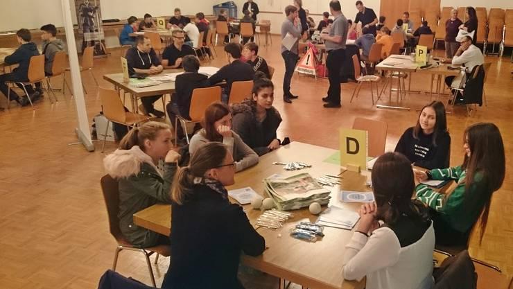 Berufs-Tischmesse im Kulturellen Saal in Eiken