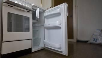 Er heizte seinen Kühlschrank mit einem Industriefön auf und verliess dann die Wohnung.