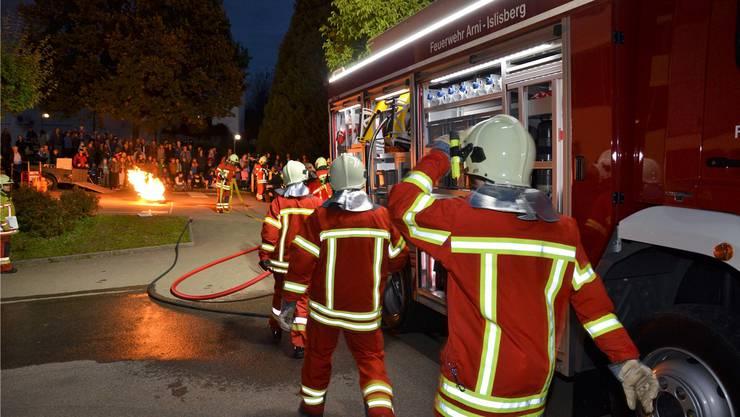 Auch die Feuerwehr von Arni-Islisberg zeigt am Tag der offenen Türen, was sie alles tut und kann.