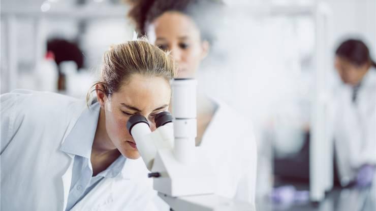 Die Pharma- und Biotechbranche tuts meistens, die Universitäten selten: alle klinischen Versuche registrieren.Getty Images