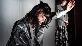 Antigones (Miriam Joya Strübel) Konsequenz und Wucht tun fast physisch weh.