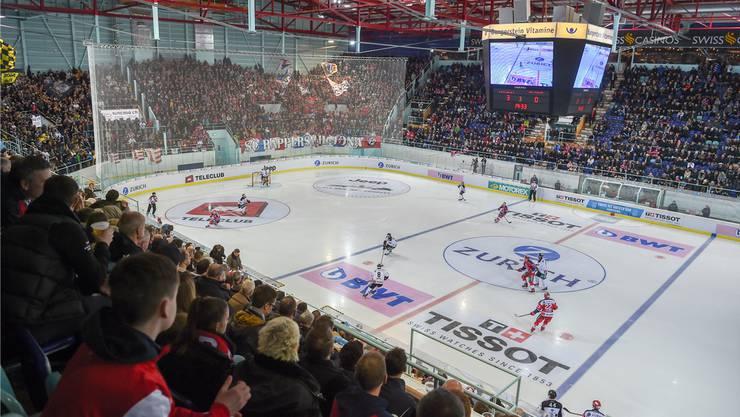Ein eher seltenes Bild: Die fast vollbesetzte St. Galler-Kantonalbank-Arena in Rapperswil.