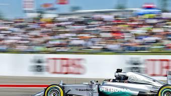 Lewis Hamilton fährt dem Sieg entgegen.